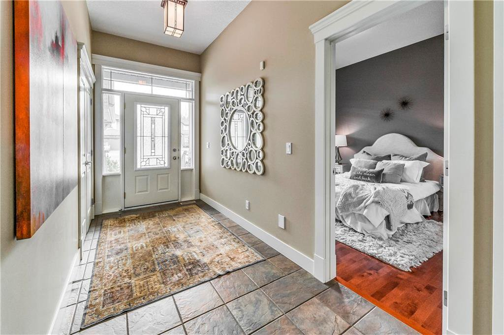 Photo 7: Photos: 94 DISCOVERY RIDGE Boulevard SW in Calgary: Discovery Ridge Detached for sale : MLS®# C4279285