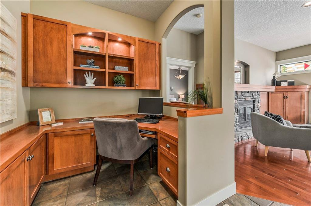 Photo 17: Photos: 94 DISCOVERY RIDGE Boulevard SW in Calgary: Discovery Ridge Detached for sale : MLS®# C4279285
