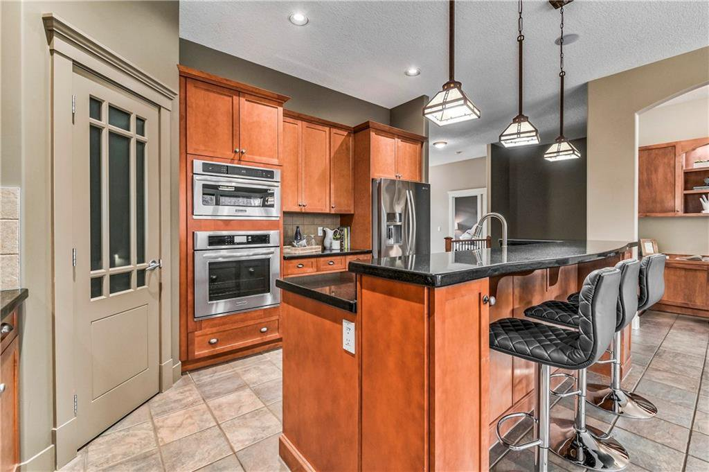 Photo 18: Photos: 94 DISCOVERY RIDGE Boulevard SW in Calgary: Discovery Ridge Detached for sale : MLS®# C4279285