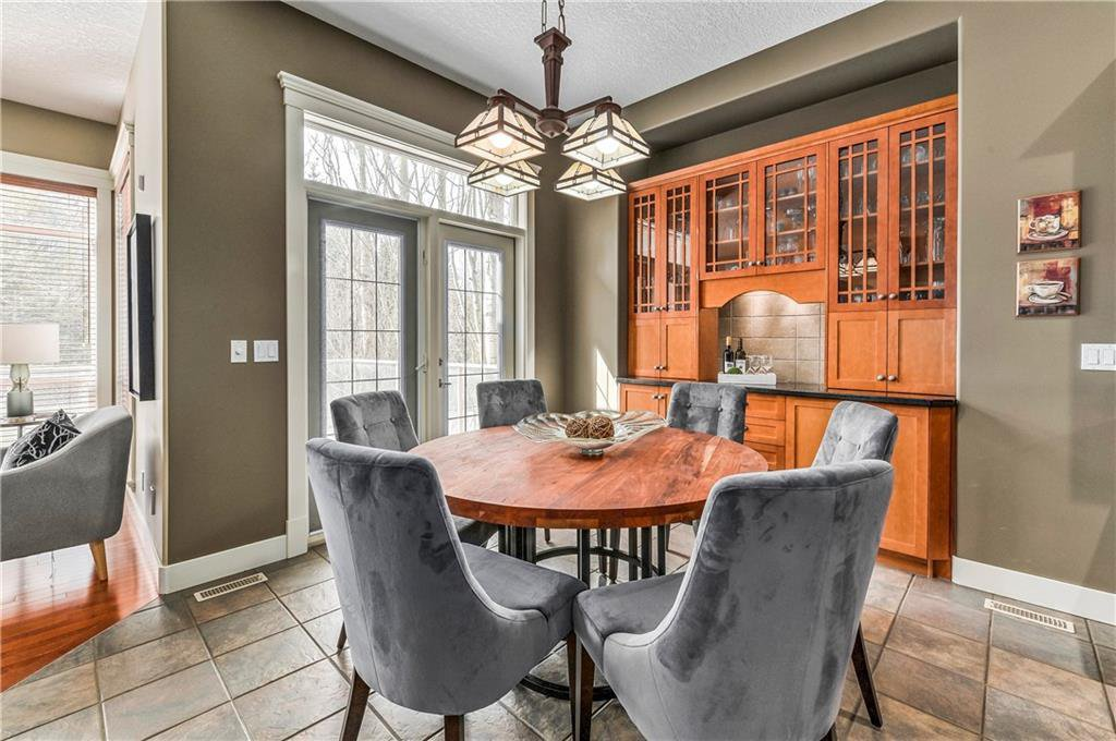 Photo 14: Photos: 94 DISCOVERY RIDGE Boulevard SW in Calgary: Discovery Ridge Detached for sale : MLS®# C4279285