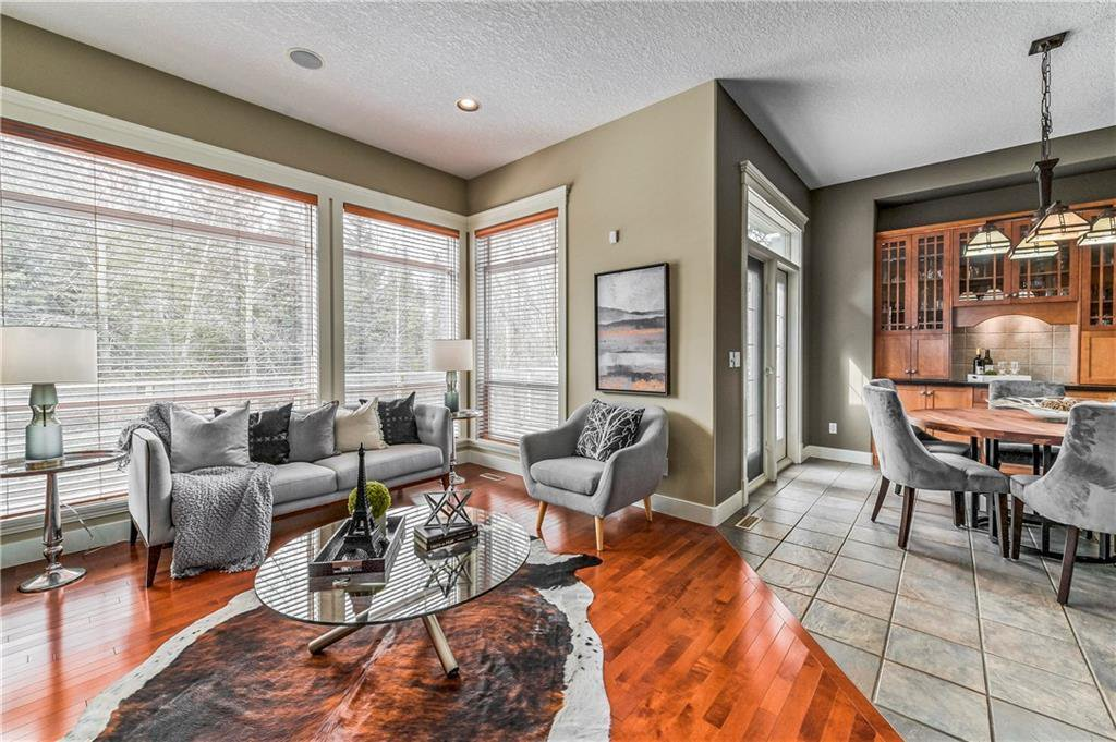 Photo 9: Photos: 94 DISCOVERY RIDGE Boulevard SW in Calgary: Discovery Ridge Detached for sale : MLS®# C4279285