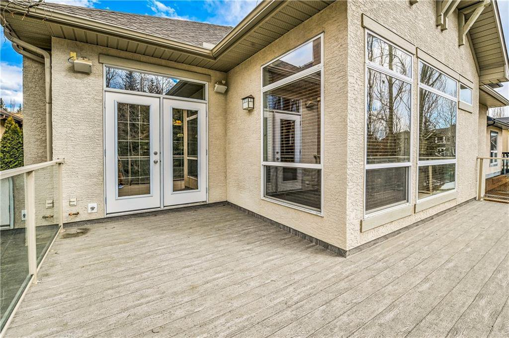 Photo 15: Photos: 94 DISCOVERY RIDGE Boulevard SW in Calgary: Discovery Ridge Detached for sale : MLS®# C4279285