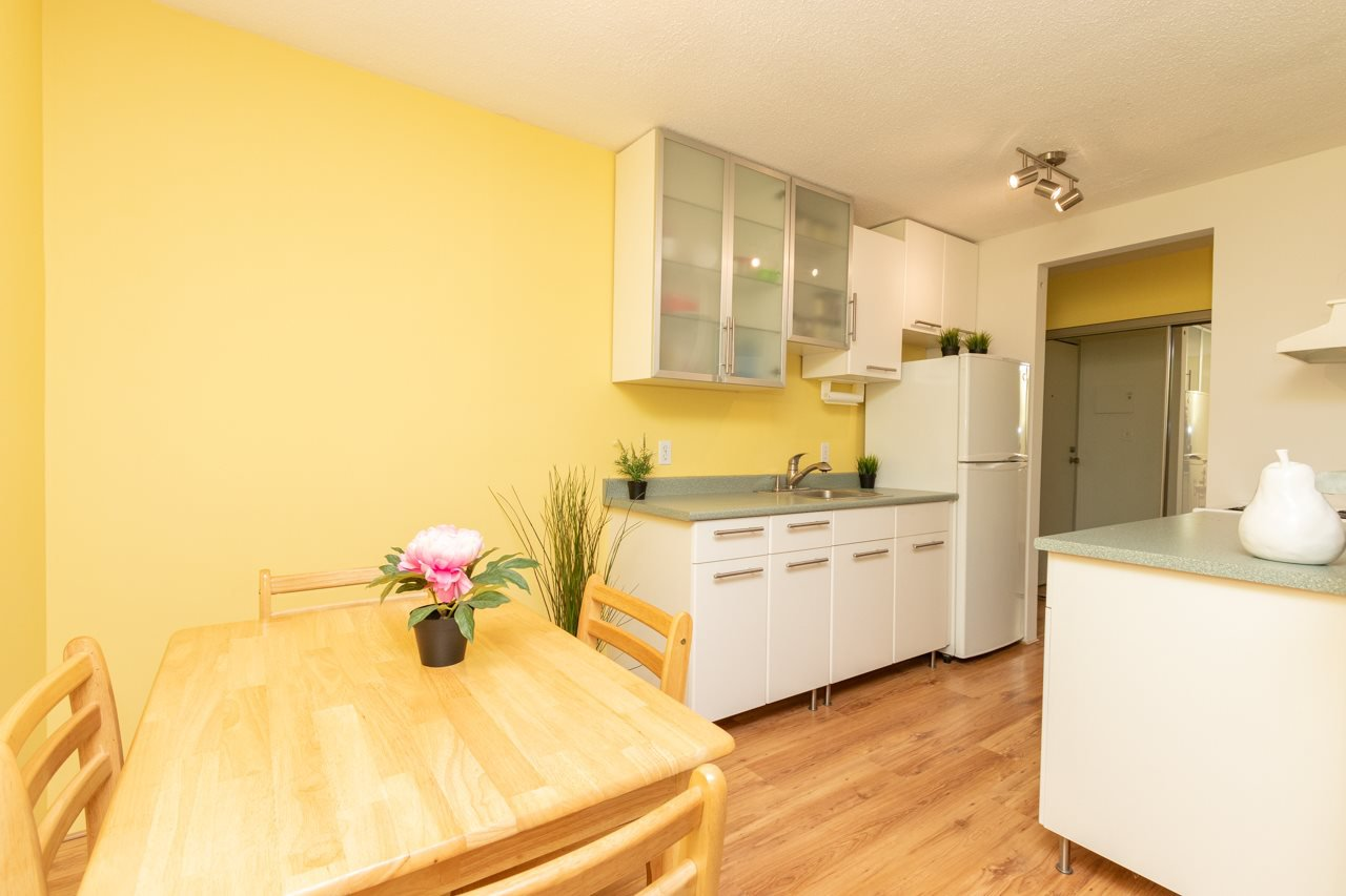 "Main Photo: 314 310 W 3RD Street in North Vancouver: Lower Lonsdale Condo for sale in ""DEVON MANOR"" : MLS®# R2492714"