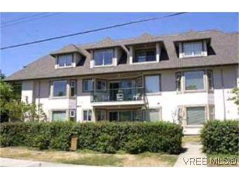 Main Photo: 205 971 McKenzie Ave in VICTORIA: SE Quadra Condo for sale (Saanich East)  : MLS®# 383024