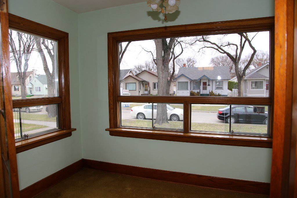 Photo 17: Photos: 1092 Downing Street in WINNIPEG: West End/Sargent Park Single Family Detached for sale (West Winnipeg)  : MLS®# 151067