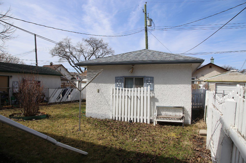 Photo 31: Photos: 1092 Downing Street in WINNIPEG: West End/Sargent Park Single Family Detached for sale (West Winnipeg)  : MLS®# 151067