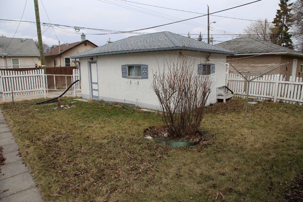 Photo 32: Photos: 1092 Downing Street in WINNIPEG: West End/Sargent Park Single Family Detached for sale (West Winnipeg)  : MLS®# 151067