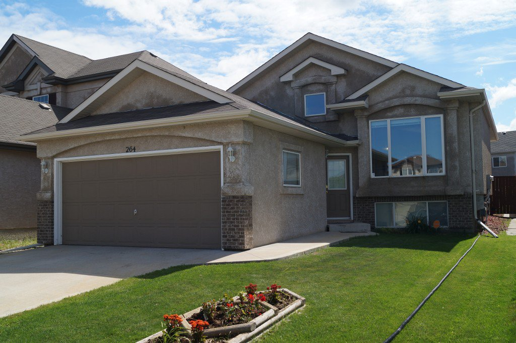 IMPRESSIVE Open Concept 1248 sf 2+ Bedroom Bi-Level built 2008 with  Fully Finished Basement with 2 additional Bedrooms on Beautifully Landscaped 40x156+ Lot in River Park South.