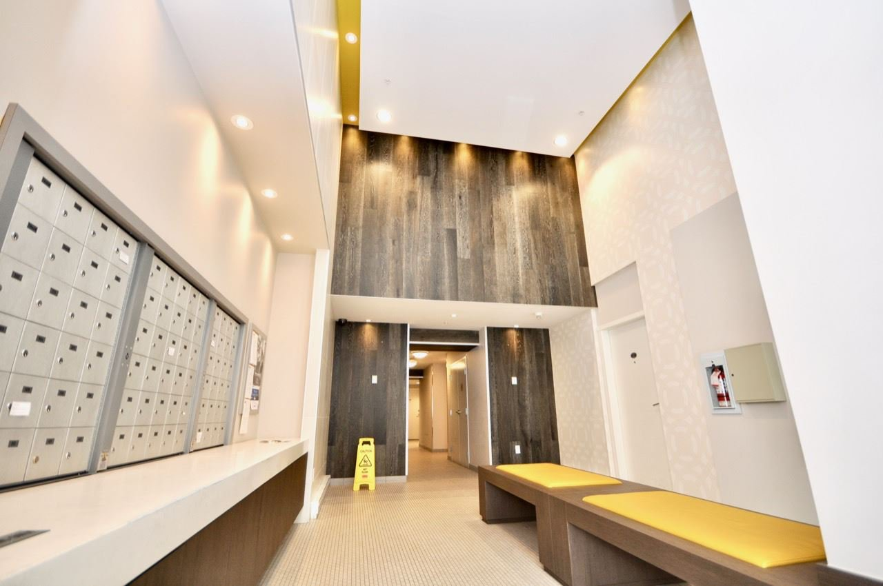 """Main Photo: 411 1919 WYLIE Street in Vancouver: False Creek Condo for sale in """"MAYNARDS BLOCK"""" (Vancouver West)  : MLS®# R2404221"""