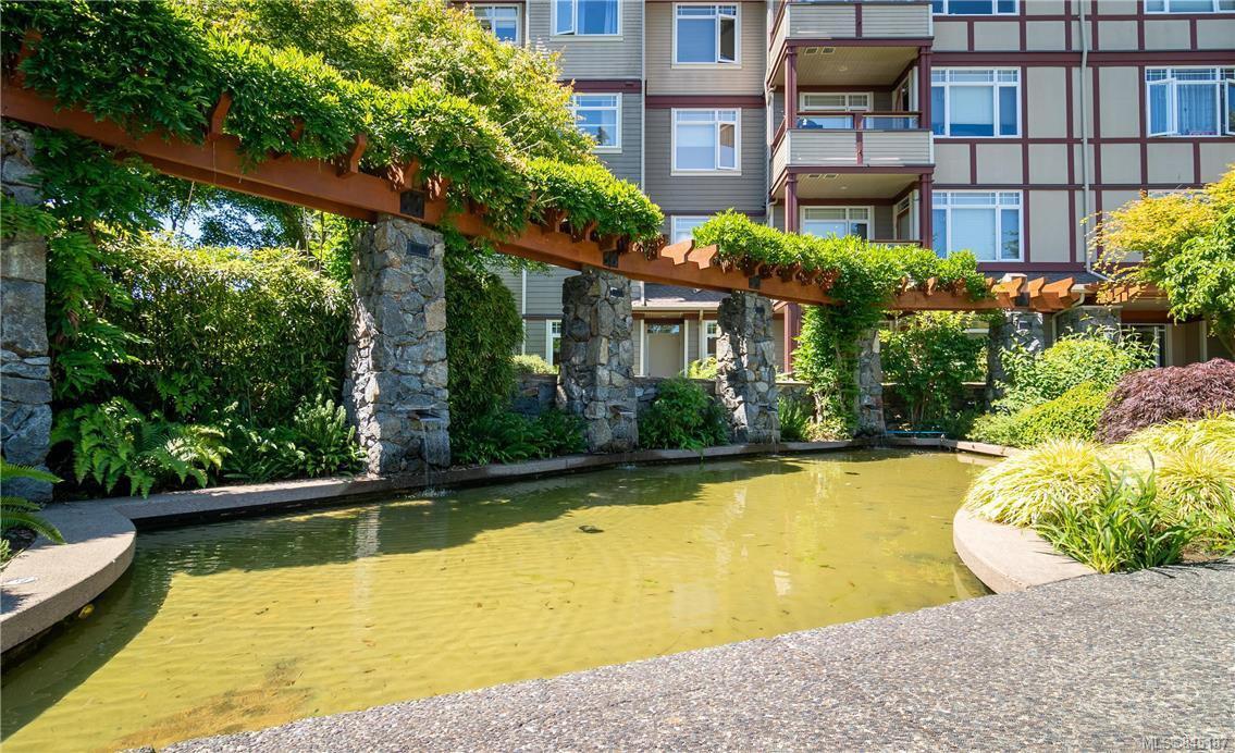 Main Photo: 302D 1115 Craigflower Rd in Esquimalt: Es Kinsmen Park Condo for sale : MLS®# 845187