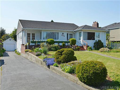 Main Photo:  in VICTORIA: OB Henderson House for sale (Oak Bay)  : MLS®# 606914