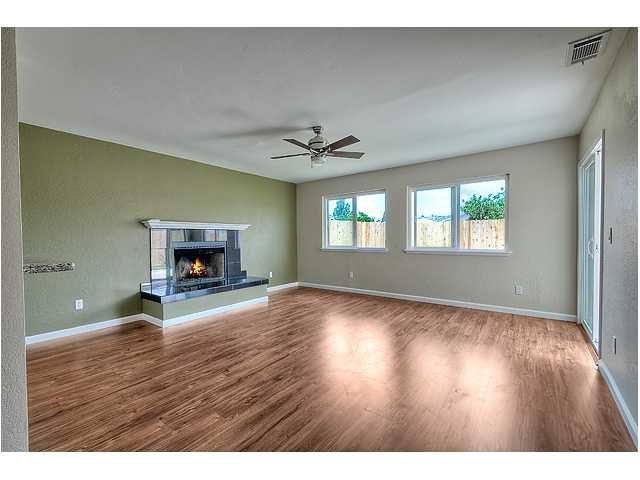 Photo 14: Photos: MIRA MESA House for sale : 3 bedrooms : 8624 Bennington Street in San Diego