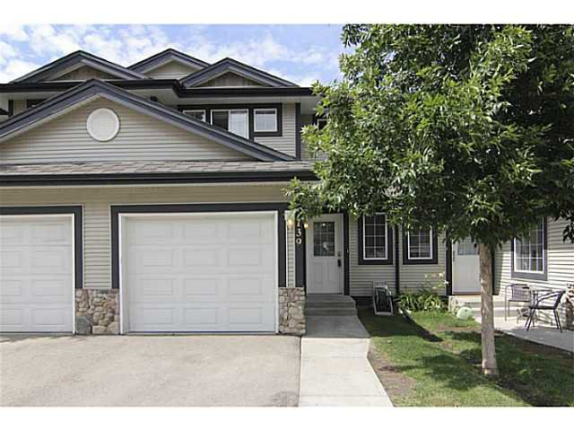 Main Photo: 139 Stonemere Place: Chestermere Townhouse for sale : MLS®# C3628180