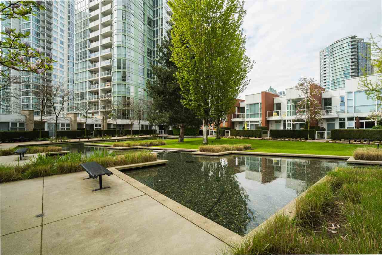 Main Photo: 3R 1077 MARINASIDE CRESCENT in Vancouver: Yaletown Townhouse for sale (Vancouver West)  : MLS®# R2263383