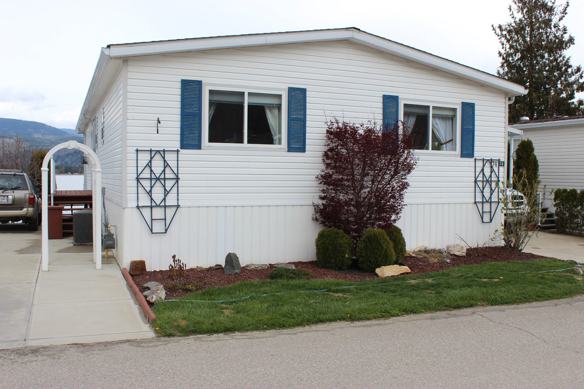 Photo 3: Photos: 74 2932 Buckley Road: Sorrento Manufactured Home for sale ()