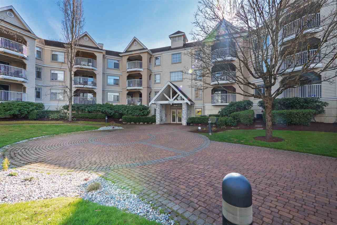 Main Photo: 304-20894 Langley in Langley: Langley City Condo for sale : MLS®# R2368295