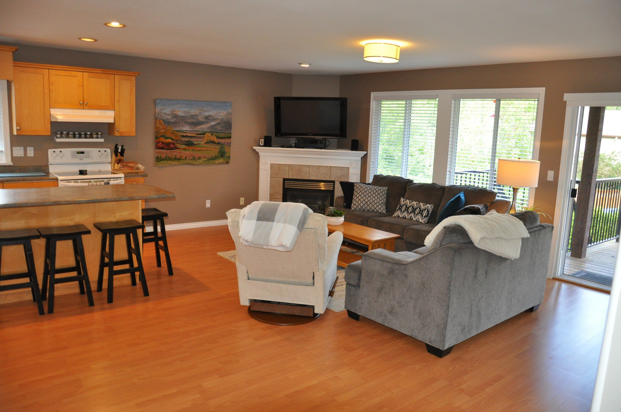 Photo 3: Photos: 4076 Channel St. in Abbotsford: Abbotsford East House for rent
