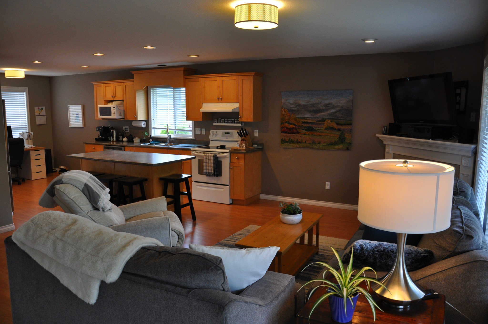 Photo 2: Photos: 4076 Channel St. in Abbotsford: Abbotsford East House for rent