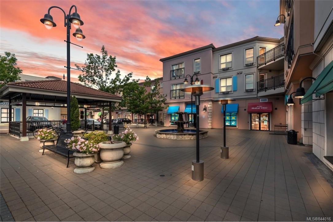 Main Photo: 212 1642 Mckenzie Ave in Saanich: SE Lambrick Park Condo for sale (Saanich East)  : MLS®# 844016
