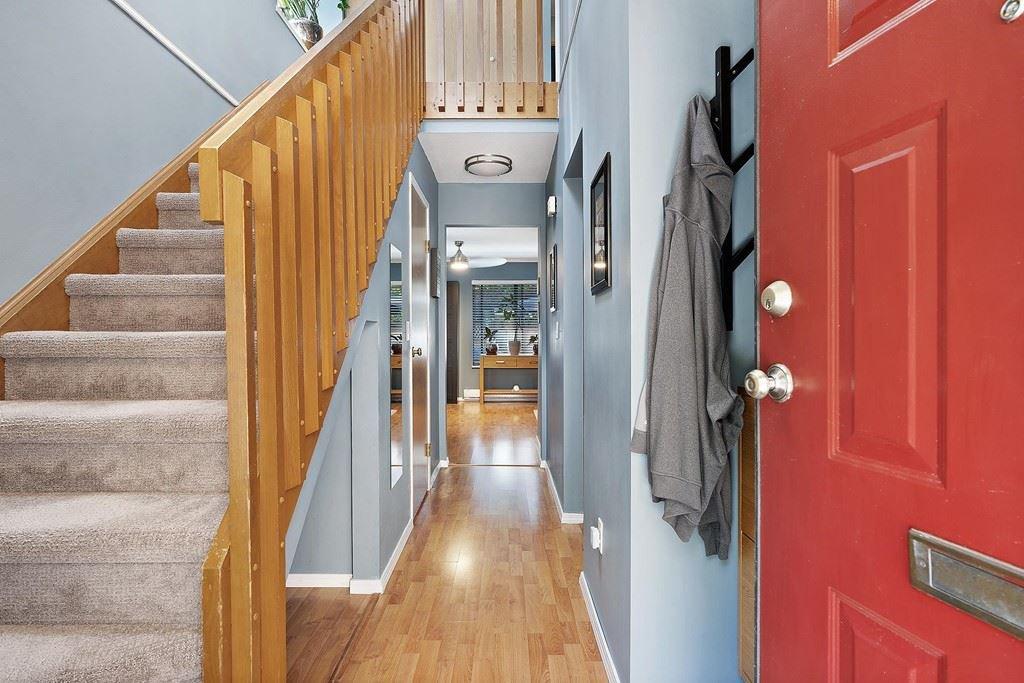 "Photo 3: Photos: 6 12227 SKILLEN Street in Maple Ridge: Northwest Maple Ridge Townhouse for sale in ""MCKINNEY CREEK ESTATES"" : MLS®# R2481842"
