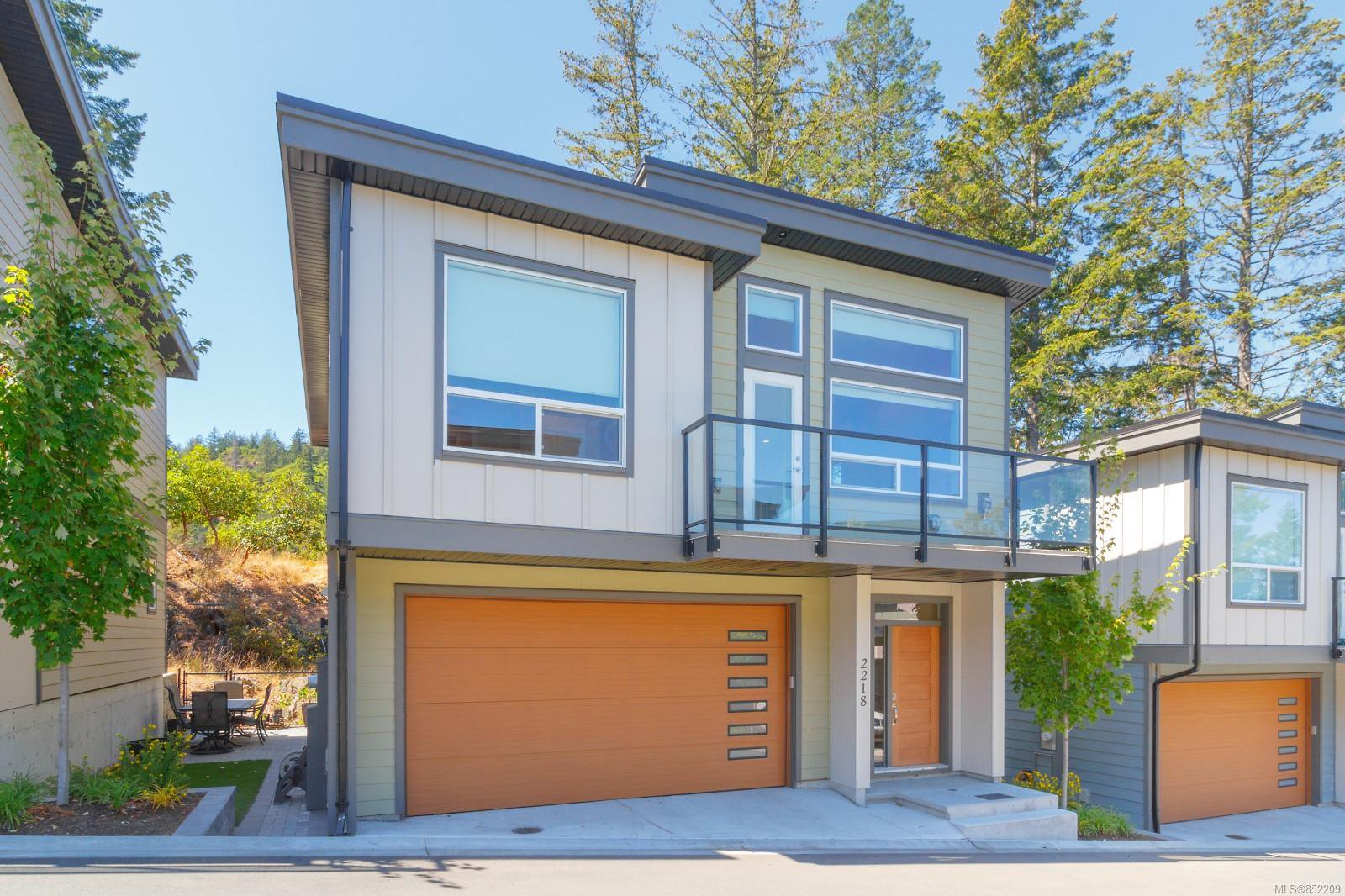 Main Photo: 2218 Echo Valley Rise in : La Bear Mountain Row/Townhouse for sale (Langford)  : MLS®# 852209