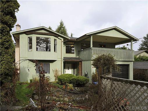 Main Photo: 892 Beckwith Avenue in VICTORIA: SE Lake Hill Residential for sale (Saanich East)  : MLS®# 319629