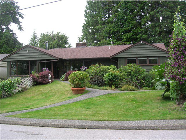 Main Photo: 3855 HILLCREST Avenue in North Vancouver: Edgemont House for sale : MLS®# V1073946