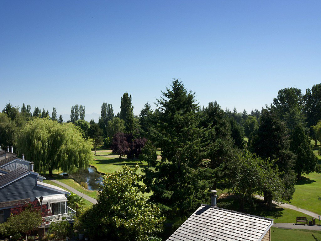 "Main Photo: 1420 VIEW Crescent in Tsawwassen: Beach Grove House for sale in ""VILLAGE GREENS"" : MLS®# V1074121"