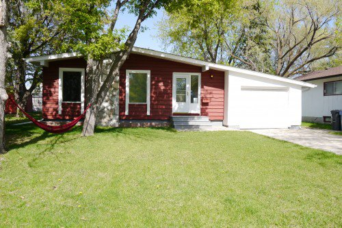 Main Photo: 71 Laval Drive in Winnipeg: Fort Richmond Single Family Detached for sale (South Winnipeg)  : MLS®# 1513320