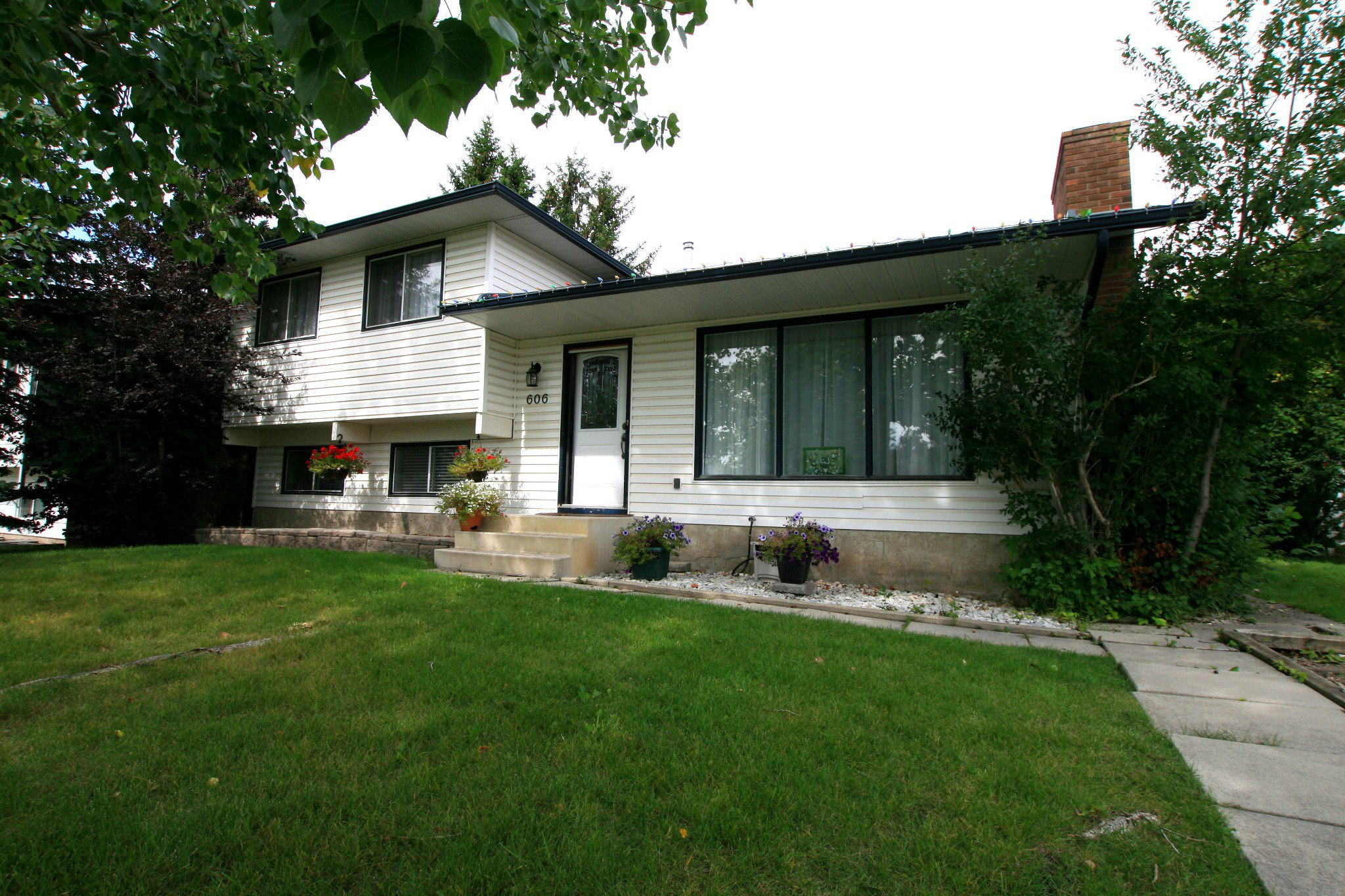 Main Photo: 606  12 AV S: Detached for sale (None)