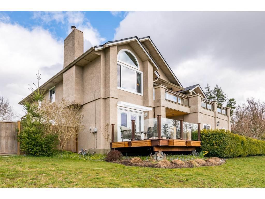 Main Photo: 16065 77 Avenue in Surrey: Fleetwood Tynehead House for sale : MLS®# R2449375