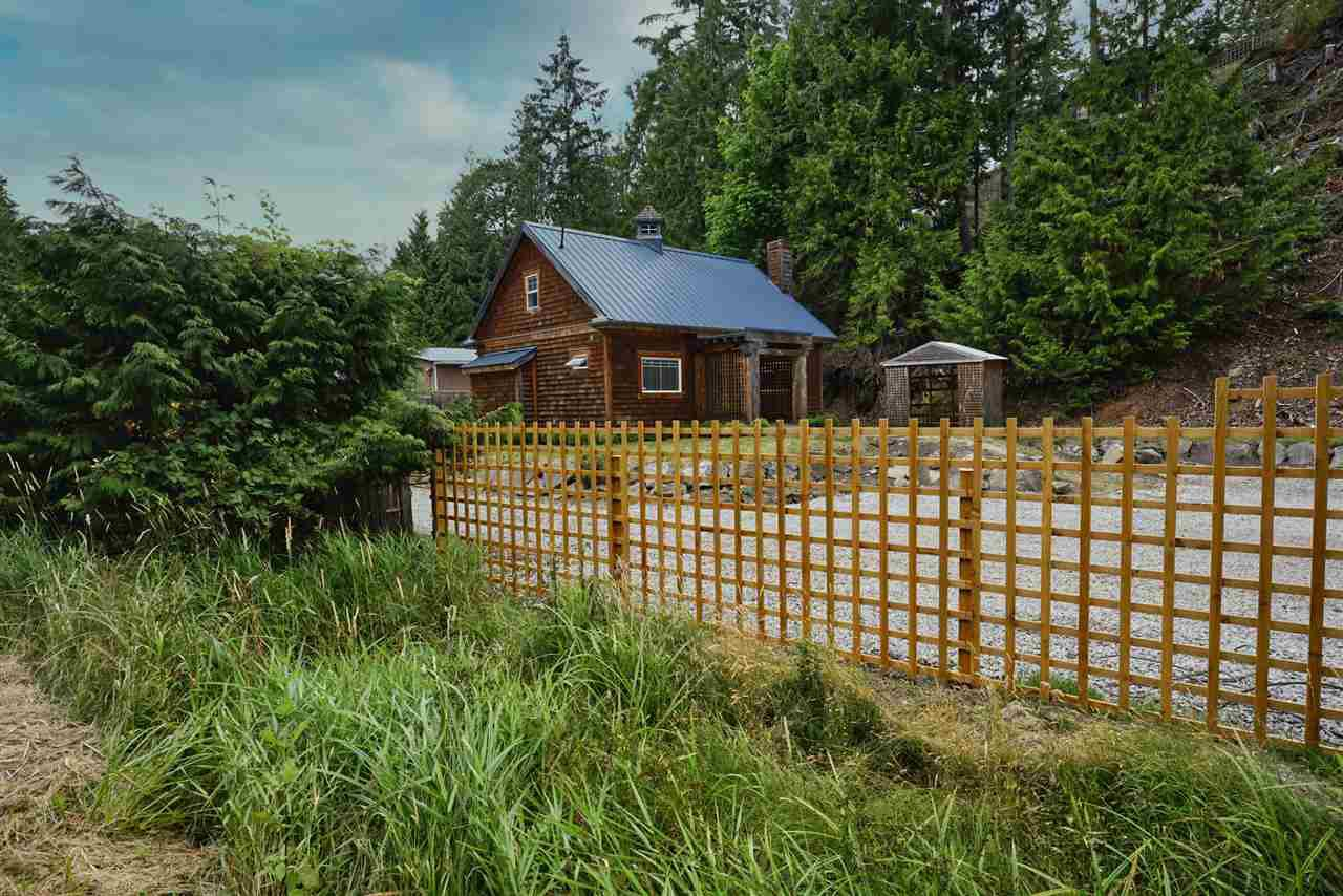 Main Photo: 516 HORTON BAY Road: Mayne Island House for sale (Islands-Van. & Gulf)  : MLS®# R2480696
