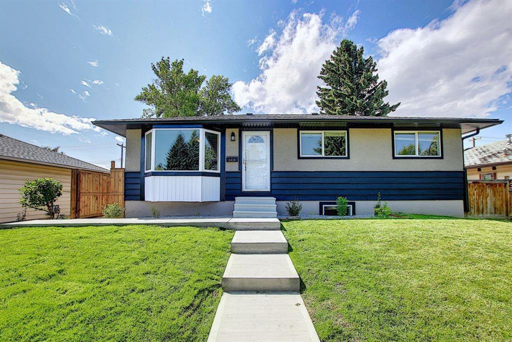 Main Photo: 2439 42 Street in Calgary: Forest Lawn Detached for sale : MLS®# A1022830