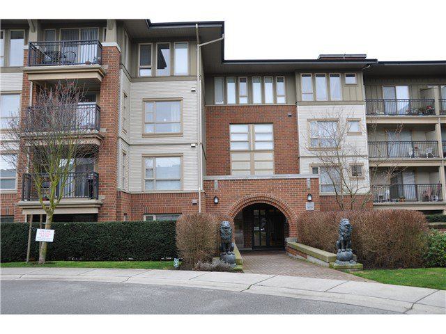 "Main Photo: 2410 5113 GARDEN CITY Road in Richmond: Brighouse Condo for sale in ""Lions park"" : MLS®# V989909"