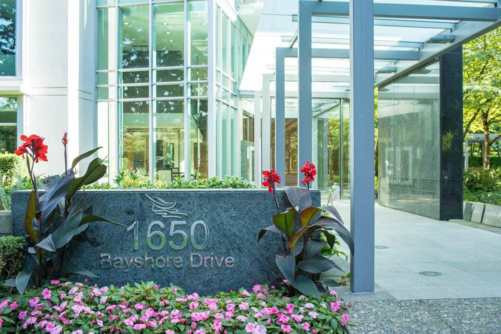 Main Photo: 301 1650 BAYSHORE DRIVE in Vancouver: Coal Harbour Condo for sale (Vancouver West)  : MLS®# R2119390
