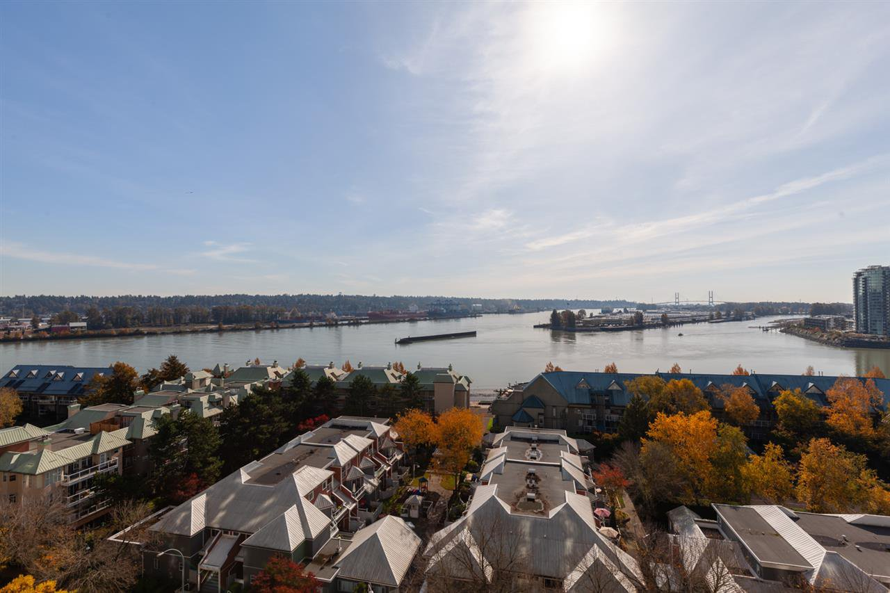 "Main Photo: 1202 1065 QUAYSIDE Drive in New Westminster: Quay Condo for sale in ""Quayside Tower II"" : MLS®# R2422058"