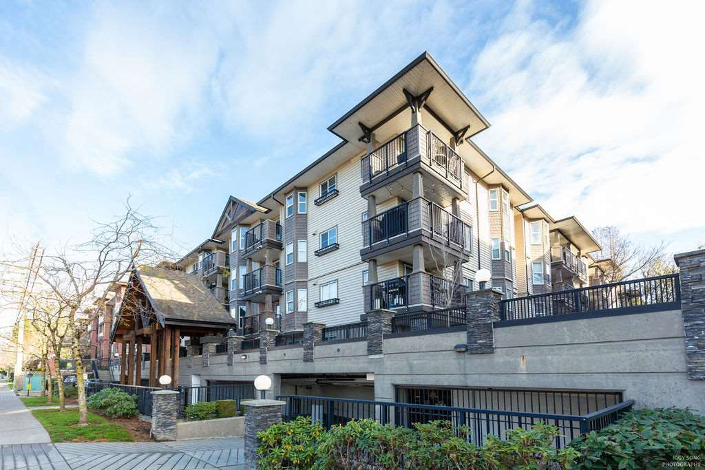 Main Photo: 311 5488 198 Street in Langley: Langley City Condo for sale : MLS®# R2423062