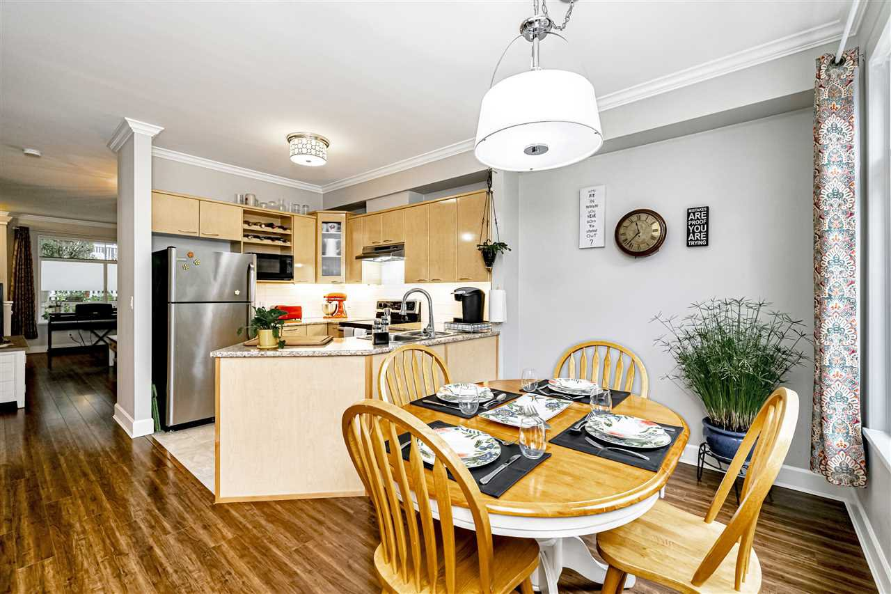"""Photo 13: Photos: 57 2678 KING GEORGE Boulevard in Surrey: King George Corridor Townhouse for sale in """"Mirada"""" (South Surrey White Rock)  : MLS®# R2503780"""