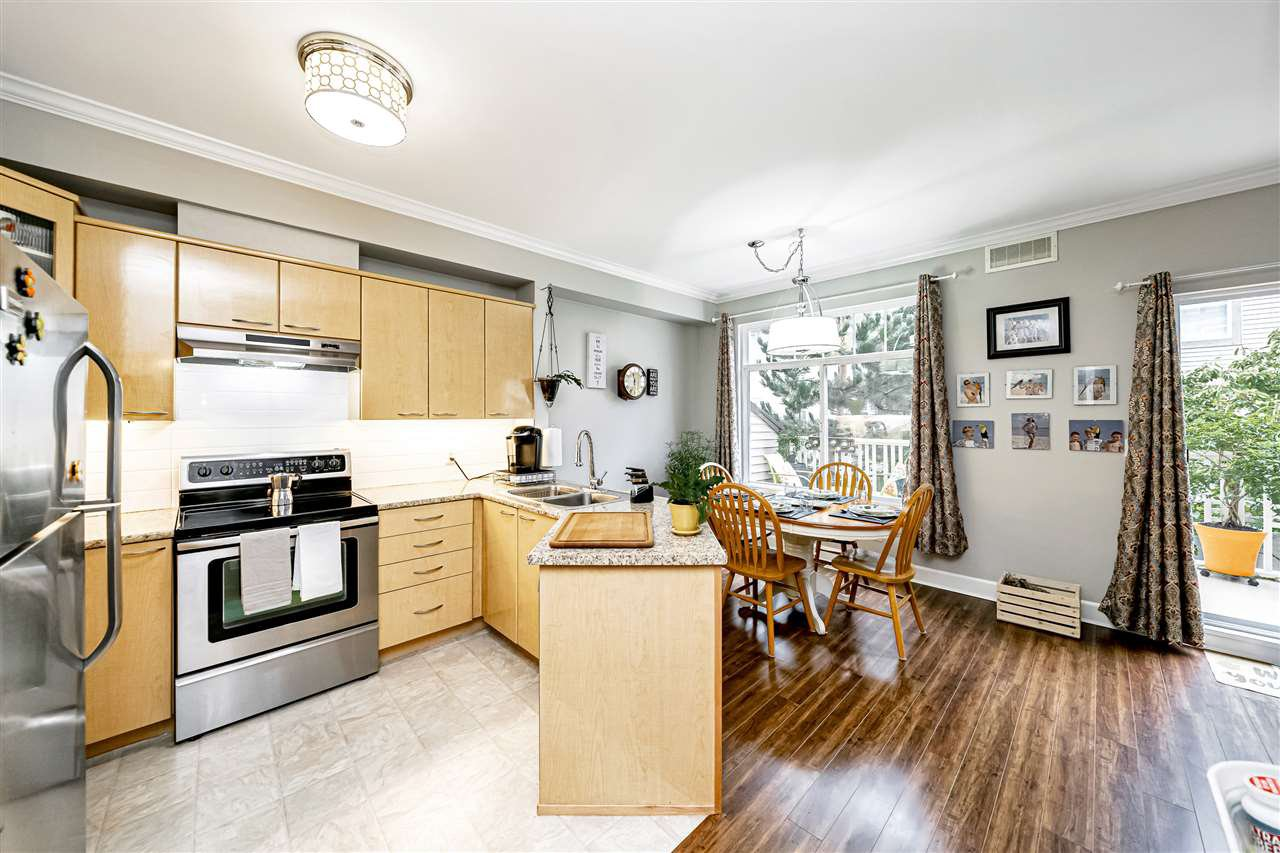 """Photo 14: Photos: 57 2678 KING GEORGE Boulevard in Surrey: King George Corridor Townhouse for sale in """"Mirada"""" (South Surrey White Rock)  : MLS®# R2503780"""
