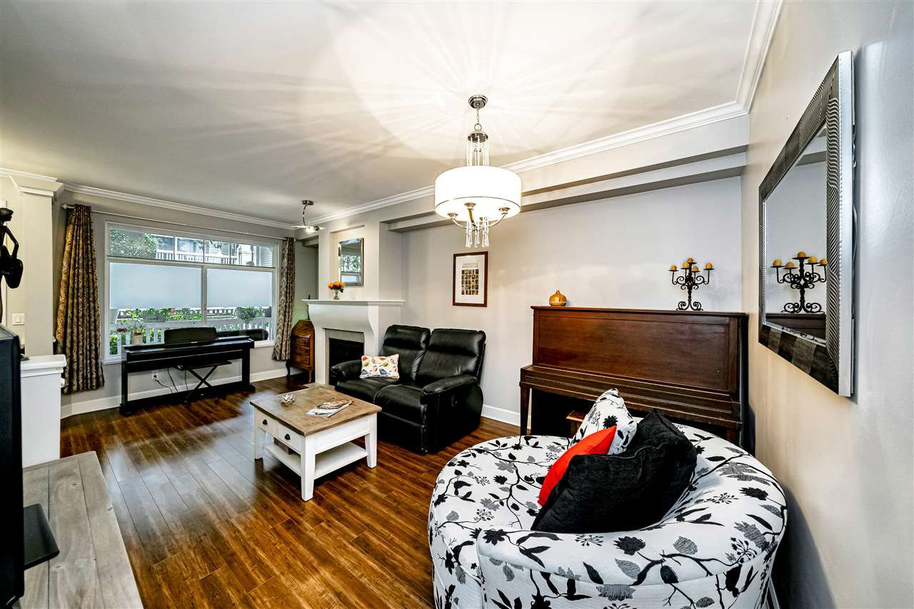 """Photo 8: Photos: 57 2678 KING GEORGE Boulevard in Surrey: King George Corridor Townhouse for sale in """"Mirada"""" (South Surrey White Rock)  : MLS®# R2503780"""
