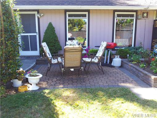 Main Photo: 2286 Bellamy Rd in VICTORIA: La Thetis Heights Half Duplex for sale (Langford)  : MLS®# 650544