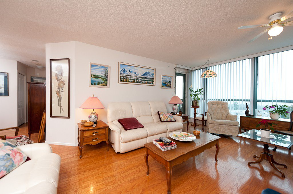 Main Photo: #701 6622 Southoaks in Burnaby: Highgate Condo for sale (Burnaby South)  : MLS®# v935966
