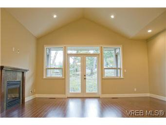 Photo 6: Photos: 3633 Coleman Place in VICTORIA: Co Latoria Residential for sale (Colwood)  : MLS®# 302702