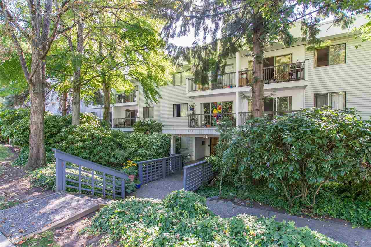 "Main Photo: 105 428 AGNES Street in New Westminster: Downtown NW Condo for sale in ""SHANLEY MANOR"" : MLS®# R2408805"