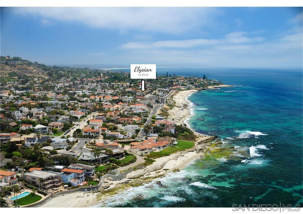 Main Photo: LA JOLLA Townhome for sale : 2 bedrooms : 6633 La Jolla Blvd