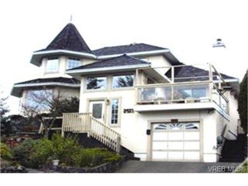 Main Photo: 3437 Sunheights Dr in VICTORIA: Co Triangle House for sale (Colwood)  : MLS®# 353325