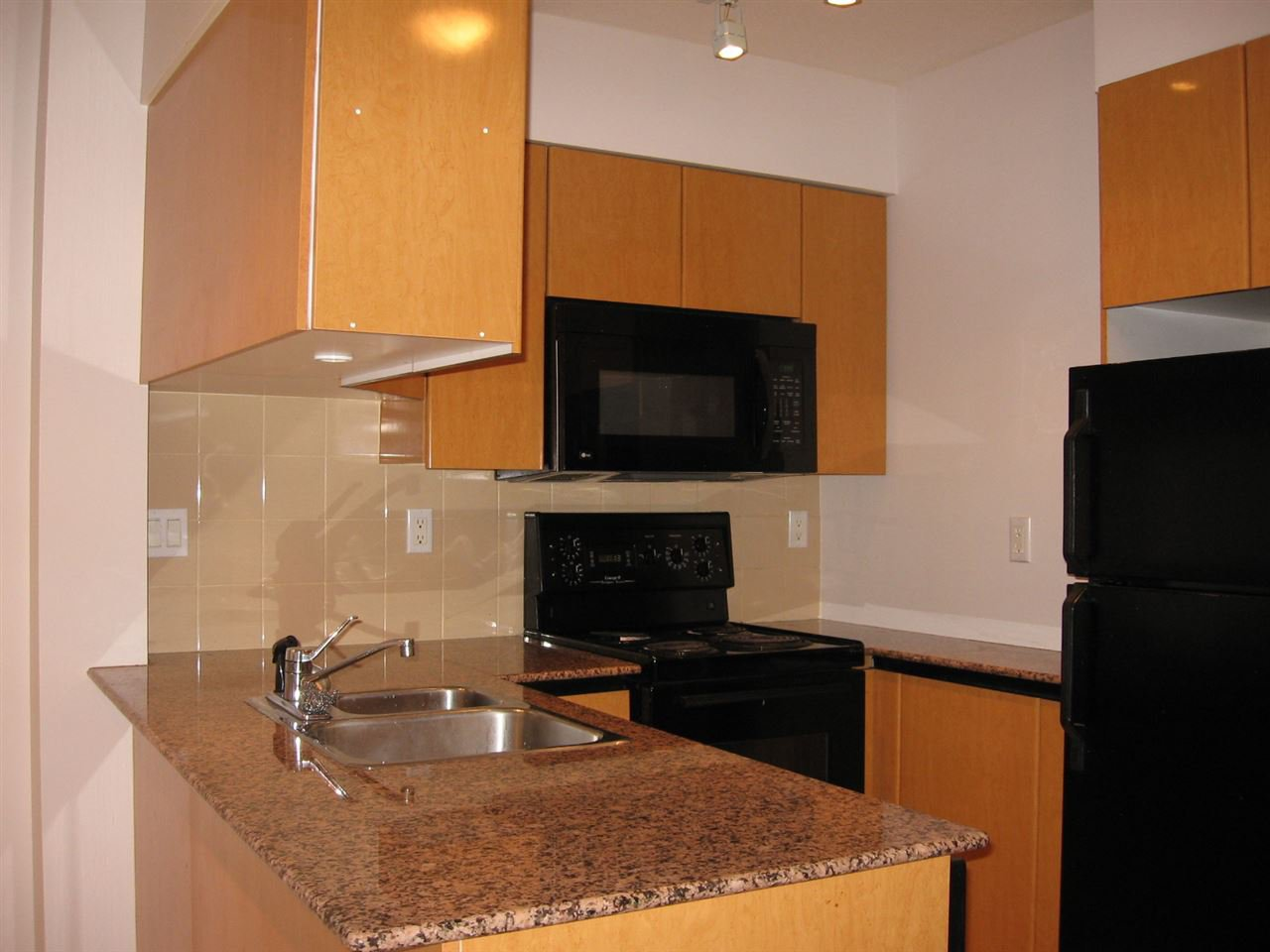 Photo 10: Photos: 801-1189 Howe Street in Vancouver: Yaletown Condo for rent (Downtown Vancouver)