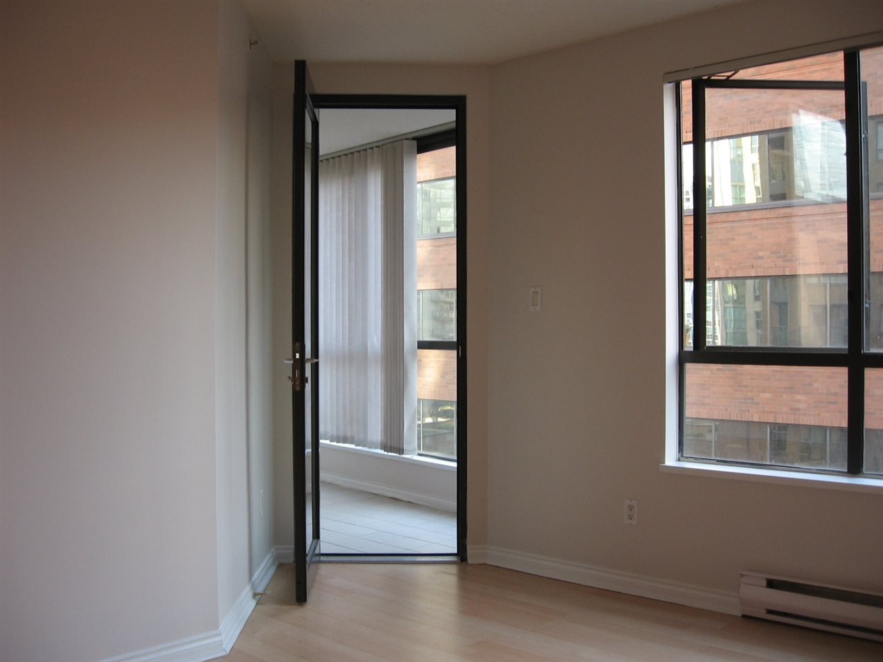Photo 14: Photos: 801-1189 Howe Street in Vancouver: Yaletown Condo for rent (Downtown Vancouver)