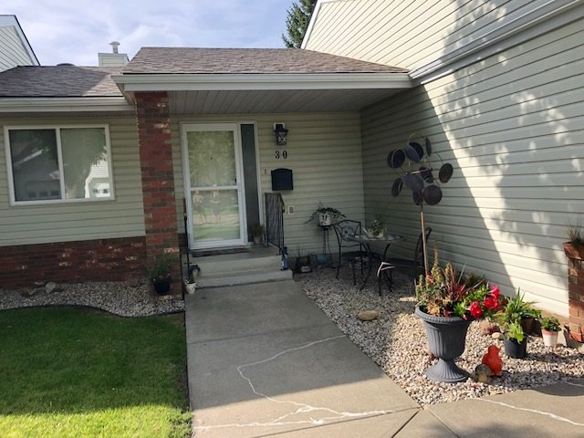 Main Photo: 30 903 109 Street NW in Edmonton: Zone 16 Townhouse for sale : MLS®# E4170666