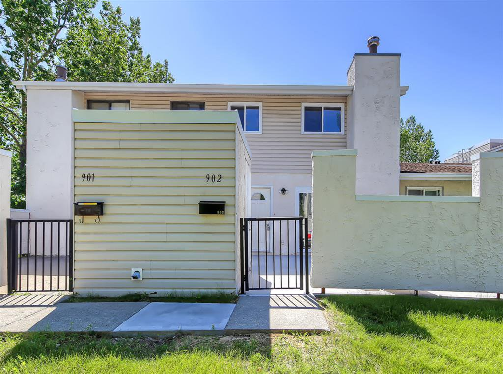 Main Photo: 902 3500 VARSITY Drive NW in Calgary: Varsity Row/Townhouse for sale : MLS®# A1014954